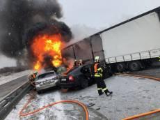 Hromadná nehoda na D1. Hořel polský kamion