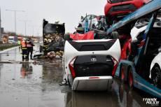 VIDEO: Po nehodě tří kamionů začal jeden hořet. Jeden z řidičů na místě zemřel
